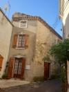 Maison de village en pierres avec 90 m² habitables et grenier aménageable.