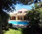 Belle villa de 160 m² habitables sur 786 m² de terrain privé dans un village en bordure de mer.