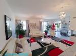 Maison De Style Avec Jardin Et Garage Proche Commodites