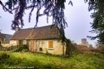 Maison à restaurer, jardin et vue sur le chateau.