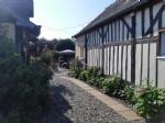 Jolie maison avec dépendances et jolie jardin.