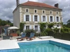 Notre ref- AI4517 Ref - AI4517 Propriété privée avec piscine, studio et jardin