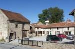 Une ensemble de 5 maisons, 6eme pour renovation, grange proche Magnac Laval