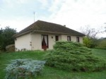 Une maison d'habitation à Lussac Les Eglises