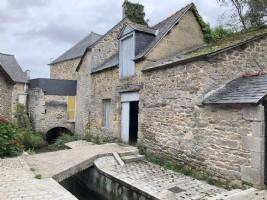 Maison avec commerce à rénover à jugon les lacs