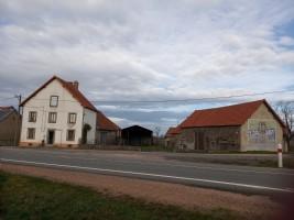 Maison, 2 granges & petite maison avec grange sur 1HA26.
