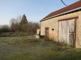 Grande grange / garage (80m2) et terrain (2555m2) et à distance de marche d'Aigurande
