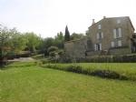* Maison de caractère en pierre avec vue, jardin et piscine, proche du centre du village