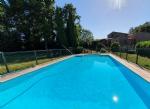 Magnifique villa de caractère avec piscine, bordée par une rivière