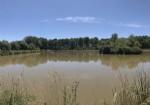 Terrain rural de 5 hectares avec deux lacs.