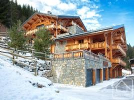 Appartement-terrasse 5-pièces (3 salles de bain) central et « skis aux pieds » à Morzine.
