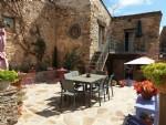Superbe maison de caractère en pierres avec terrasses, actuellement chambres d'hôtes de charme.
