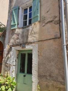 Charmante maison de village de 55 m² habitables avec terrasse au cœur du village.