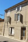 Maison de caractère à rénover offrant 135 m² habitables avec balcon et au centre du village.