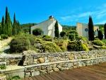 Cadre idyllique pour cette villa d'architecte sur 1838 m² avec piscine et vues à 360 ° !