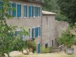 Moulin à eau offrant maison principale avec chambres d'hôtes et 4 gîtes sur plus de 17 ha.