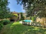Très belle maison de charme rénovée avec qualité, de 230 m² habitables sur 510 m² avec piscine.
