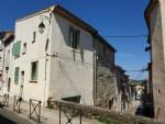 Maison de village rénovée et meublée de 61 m² habitables et garage au cœur du village.