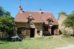 Jolie maison en pierres avec 4080m² de terrain en bordure de rivière,
