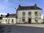 Centre Bretagne, ensemble de deux maisons à finir de rénover
