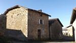Maison de village avec belle grange et jardin non attenante