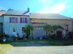 Jolie maison mitoyenne avec grange dans petit hameau