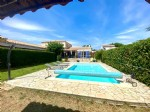 Surprenante propriété sur 2500m2 de terrain avec piscine et dépendance !