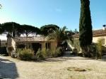 Joli petit loft en pierres de 30 m² habitables, au coeur d'un parc de 9645 m² et son prieuré.