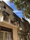 Maison de village à rafraîchir de 170 m² habitables avec 5 chambres, balcon et terrasse.