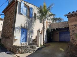 Très jolie maison de village avec 85 m² habitables, cave aménagée et belle terrasse.
