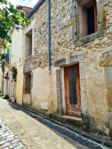 Agréable maison de village avec 3 chambres, caves, cour et terrasse avec vues !