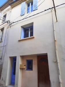 Jolie maison de village avec 113 m² habitables, terrasse et atelier/studio indépendant.