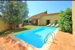 Remise en pierres aménagée en habitation avec garage et remise sur 506 m² avec piscine.