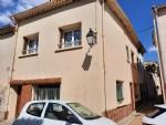 Spacieuse maison de village avec 135 m² habitables, 5 chambres et terrasse au cœur du village.