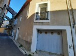 Jolie maison de village à moderniser de 80 m² habitables avec grenier, garage et terrasse.