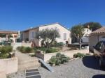 Charmante villa de plain pied de 100 m² habitables sur 612 m² avec piscine et garage.