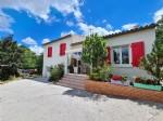Belle villa de 217 m² habitables sur 12200 m² de terrain avec piscine et gîte indépendant.