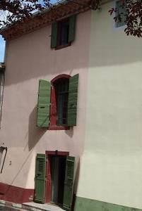 Jolie maison de village rénovée avec 115 m² habitables, 3 chambres et 3 salles de bain.